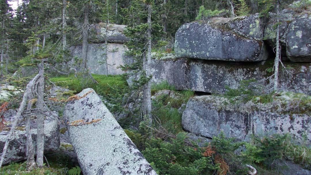Ruine megalitice incredibile descoperite în Siberia